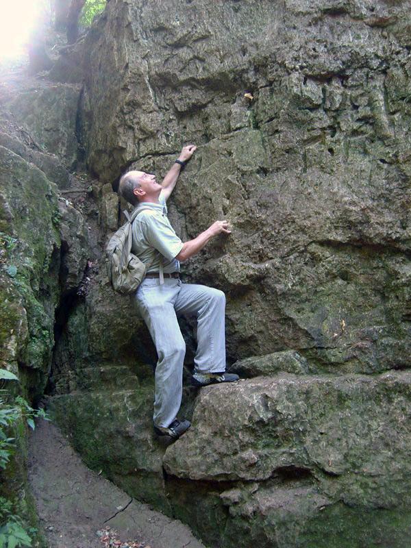 Даже скальная гряда не преграда для бесстрашного Жукла