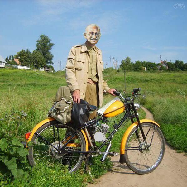 Фотожаба на Зигмунда Колоссовского - туриста на мопеде