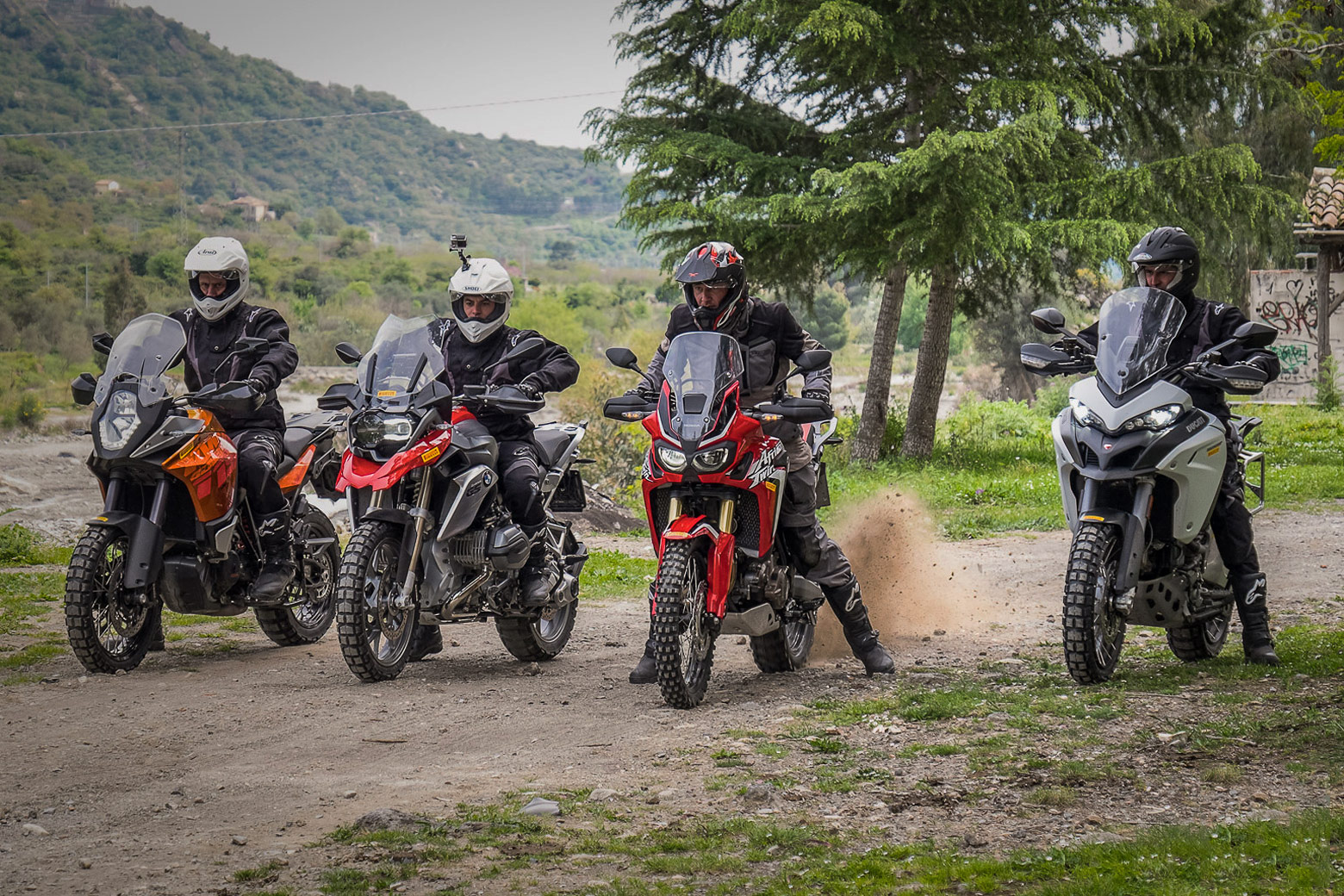 Сравнительный тест-драйв мотоциклов KTM 1190 Adventure, BMW R1200GS, Ducati Multistrada Enduro и совершенно новой Honda Africa Twin.
