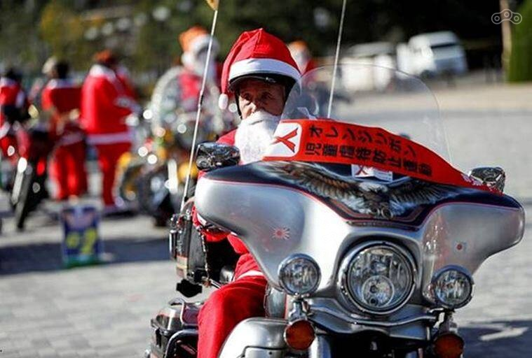 В Токио прошёл рождественский мотопарад