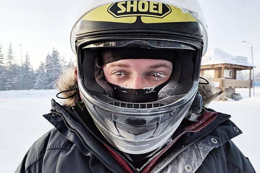 Замёрзшие пинлоки на шлемах,бешеные дальнобойщики и слишком много водки - традиционные проблемы любого сибирского зимнего мотопутешествия