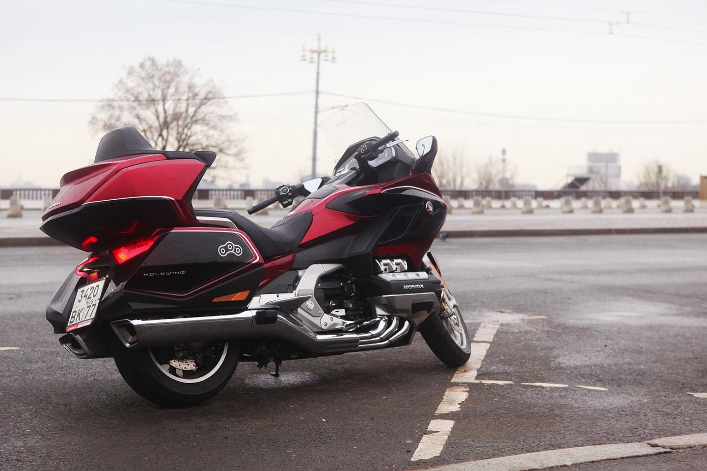 Мощные слайдеры, установленные на моторе и глушителях призваны защитить мотоцикл от повреждений
